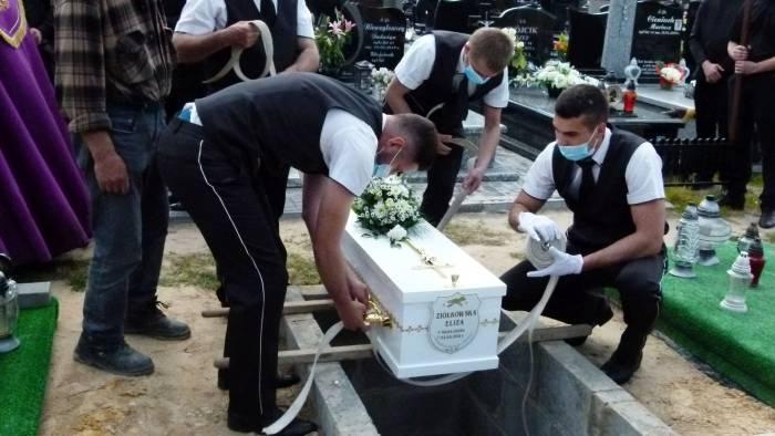 Eliza przez wiele miesięcy walczyła o życie. Dzisiaj spoczęła na parczewskim cmentarzu (ZDJĘCIA) - Zdjęcie główne