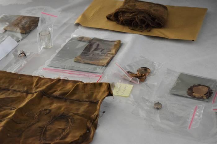 Puławy: Wota znalezione w kościele wyjęto z trumny - Zdjęcie główne
