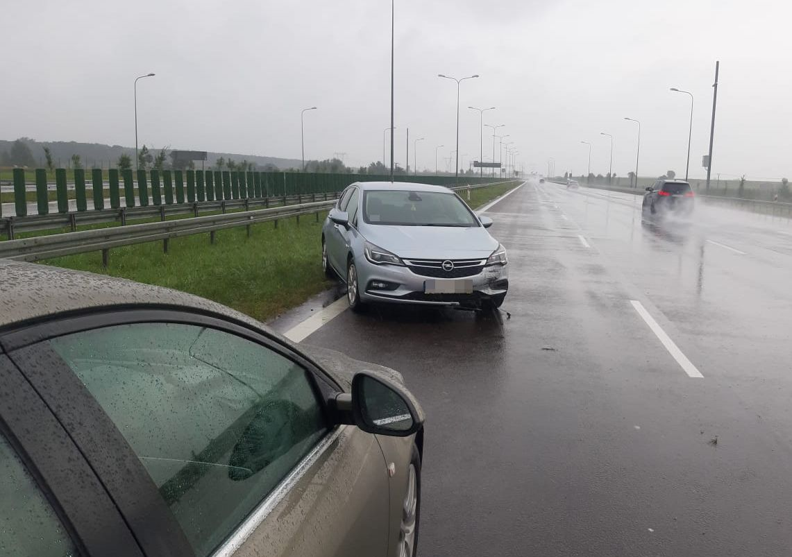 Siedem kolizji z powodu deszczu w powiecie puławskim - Zdjęcie główne