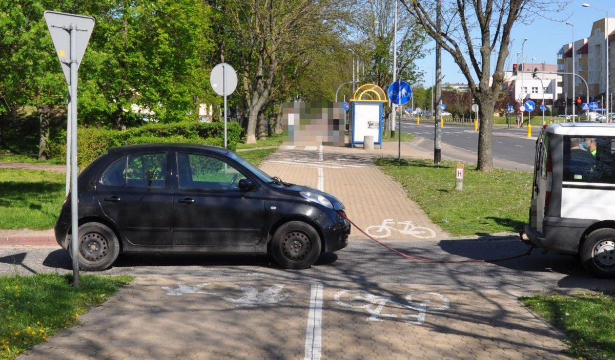 Puławy: Wypadek z udziałem rowerzystki i holujących się pojazdów - Zdjęcie główne