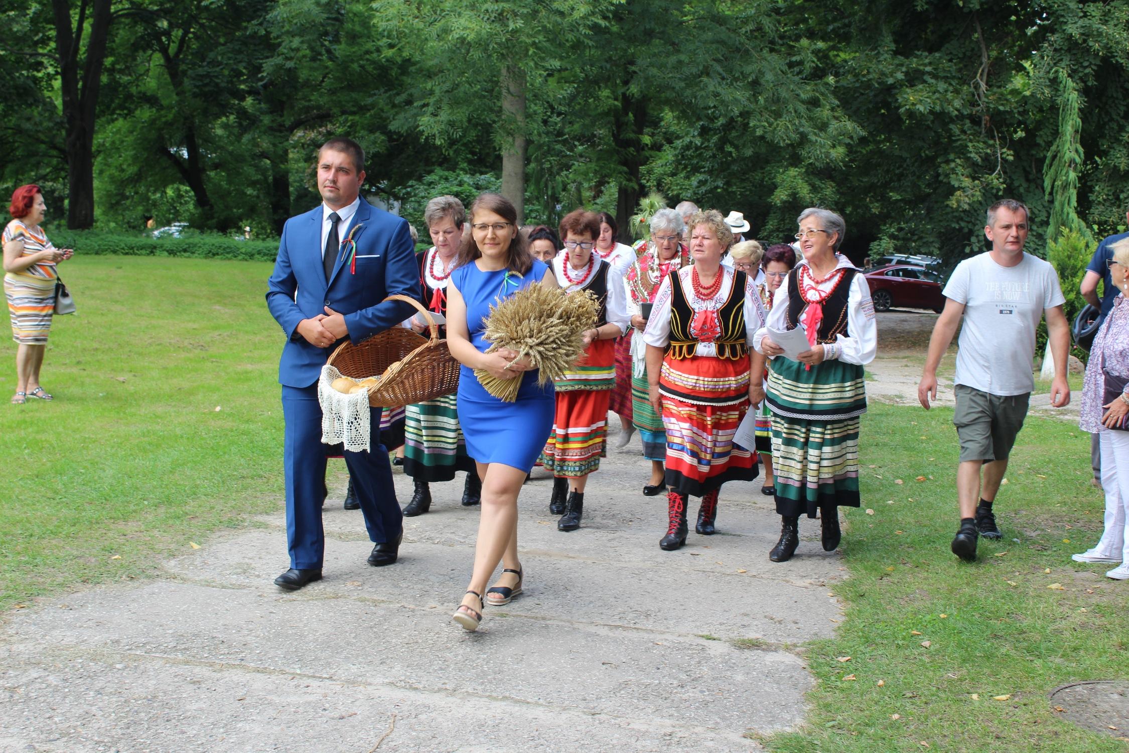 Tak mieszkańcy gminy Janowiec bawili się na dożynkach (galeria) - Zdjęcie główne