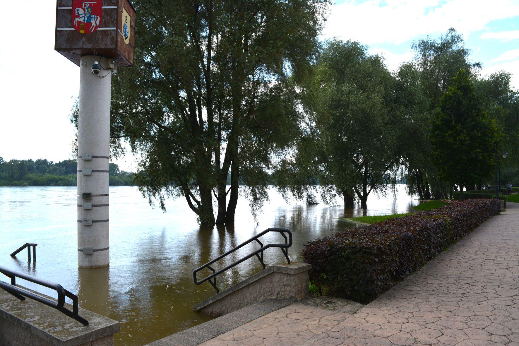 Woda w Wiśle opada - Zdjęcie główne