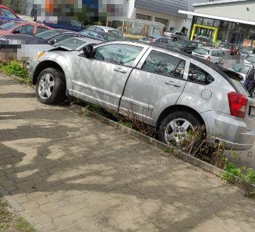 Puławy: Rozbił trzy inne samochody, żeby uniknąć zderzenia. Miał prawie promil alkoholu we krwi - Zdjęcie główne