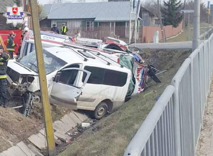 Kierowca karetki skazany. Sąd: Przyczynił się do wypadku - Zdjęcie główne