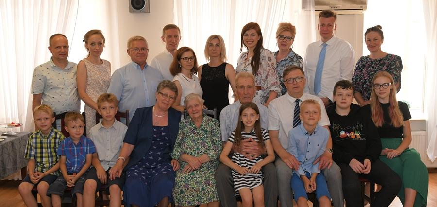 Genowefa i Józef Mackiewiczowie z Ossowy świętowali 70. rocznicę zawarcia związku małżeńskiego - Zdjęcie główne
