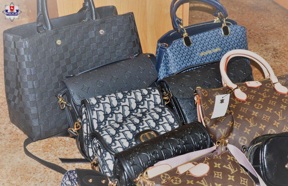Podróbki markowych torebek i pasków w sklepie w Radzyniu - Zdjęcie główne