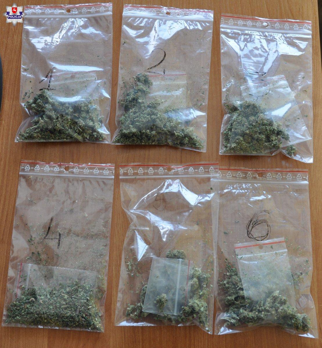 100 działek marihuany ukrytych w wełnie mineralnej - Zdjęcie główne