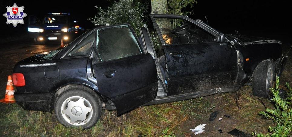 16-latek pił alkohol, a potem wsiadł do samochodu i uderzył w drzewo - Zdjęcie główne