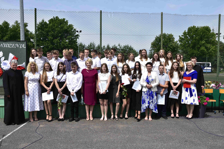 Koniec roku szkolnego w Zespole Oświatowym w Kąkolewnicy - Zdjęcie główne