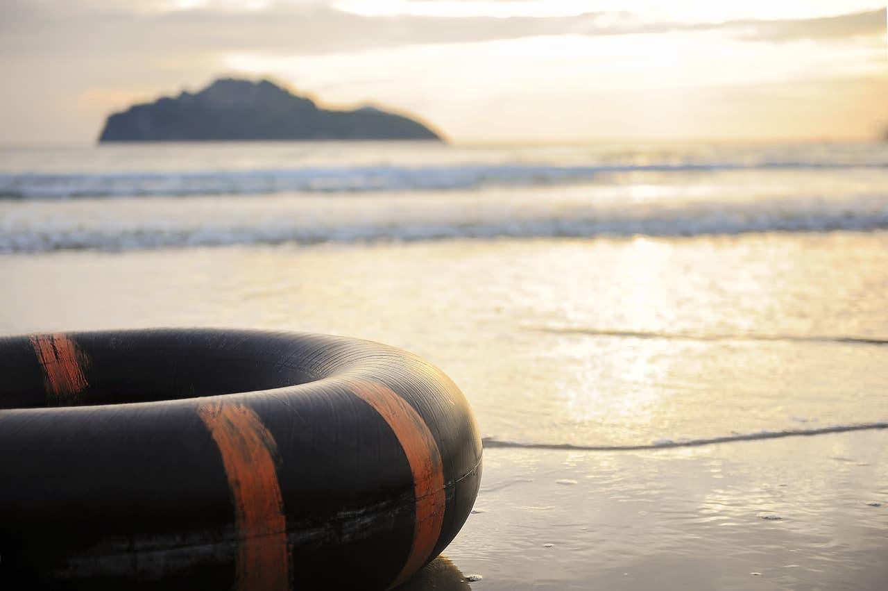 Bezpieczne wakacje - porównaj ubezpieczenia domu, kup polisę i wypoczywaj spokojnie.  - Zdjęcie główne