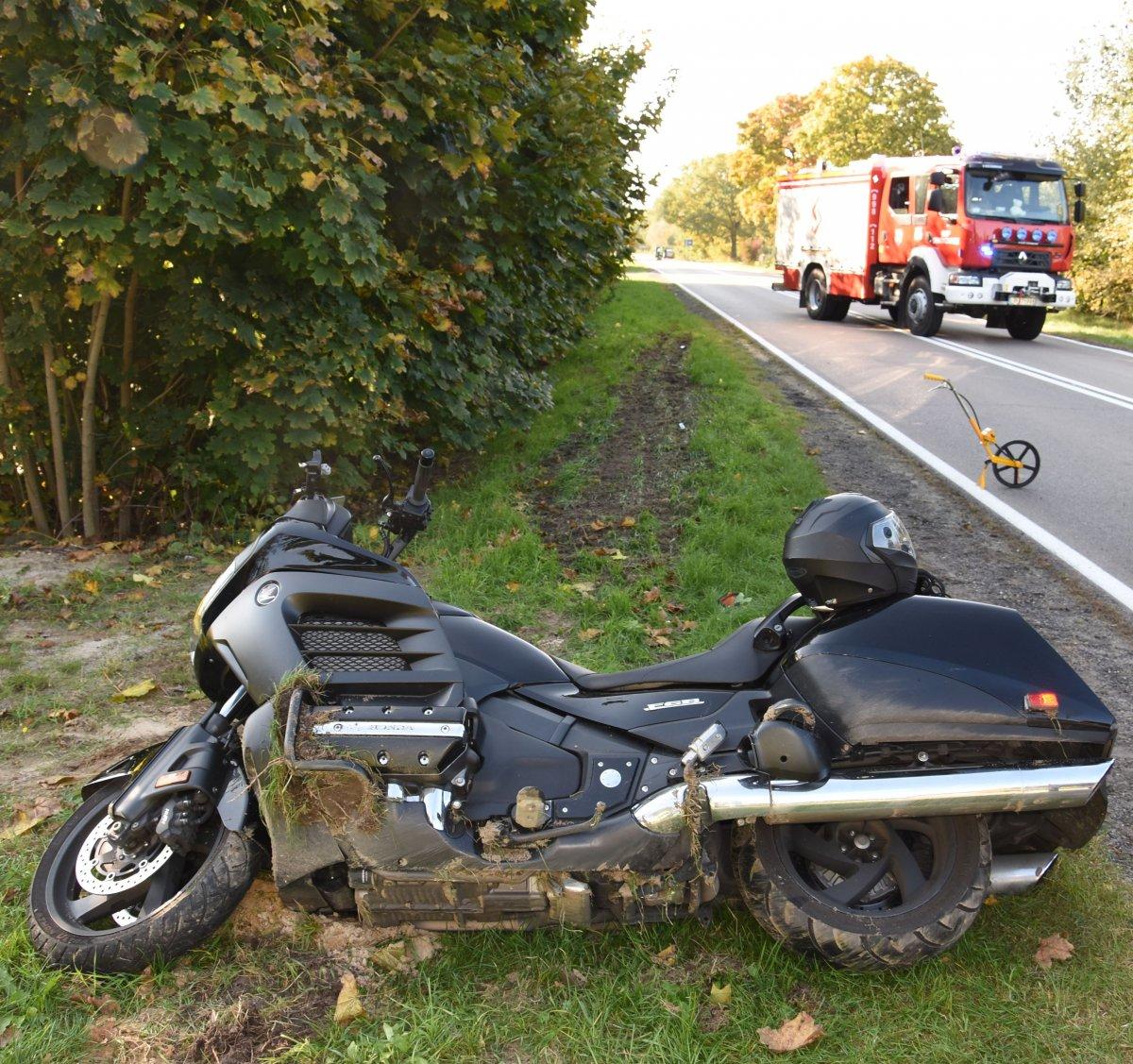Powiat puławski: Motocykl zderzył się z samochodem. Jeden kierowca w szpitalu - Zdjęcie główne