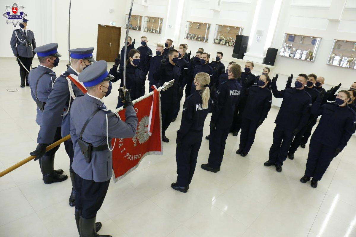 Lublin: Ponad 20 nowych policjantów złożyło uroczyste ślubowanie [GALERIA] - Zdjęcie główne