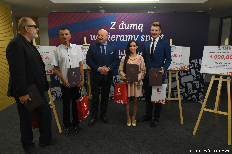 Województwo lubelskie: kolarze tandemowi nagrodzeni. Marszałek wręczył nagrody pieniężne - Zdjęcie główne