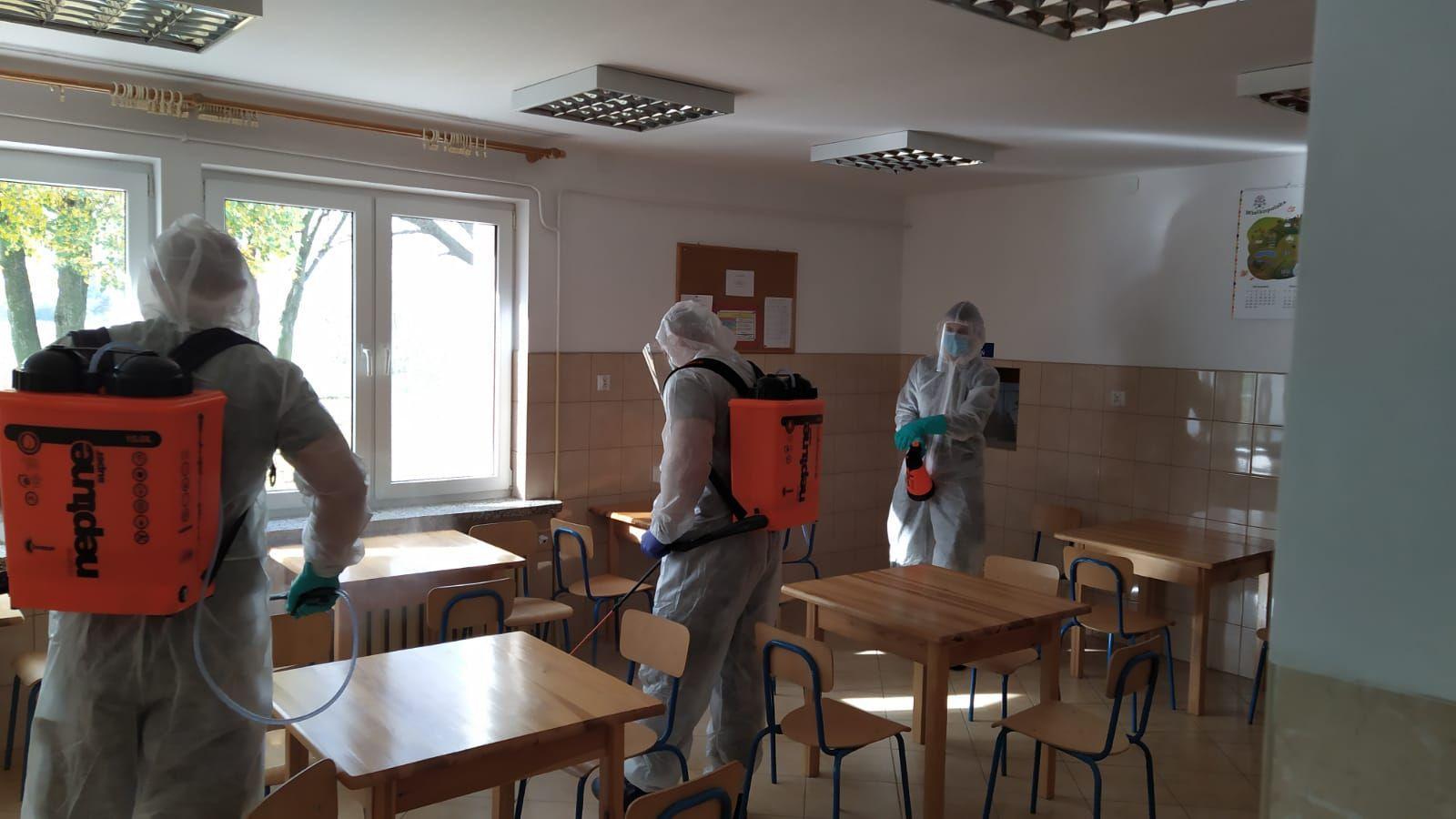 Lubelscy terytorialsi przeprowadzili dekontaminację pomieszczeń w szkole - Zdjęcie główne