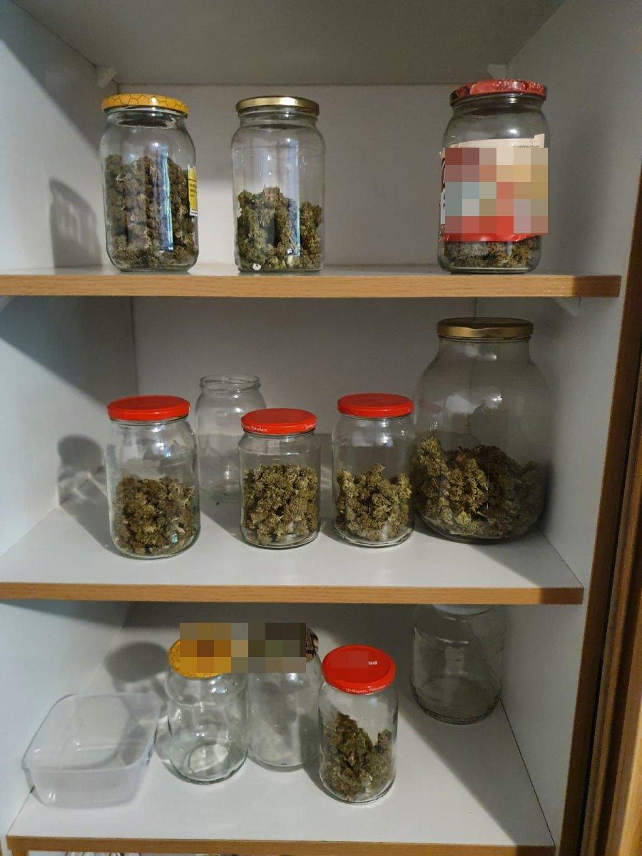 Powiat lubelski: W kotłowni uprawiał konopie. W szafce stały słoiki z narkotykiem - Zdjęcie główne
