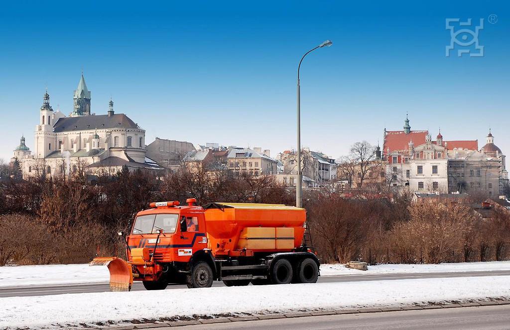 Akcja zimowego utrzymania miasta. Drogi w Lublinie przejezdne - Zdjęcie główne