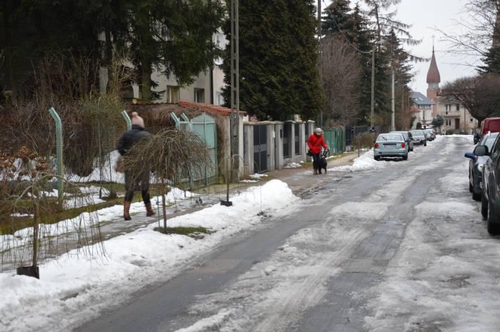 Rury. Wyremontujcie chodnik przy ul. Chmielewskiego - Zdjęcie główne