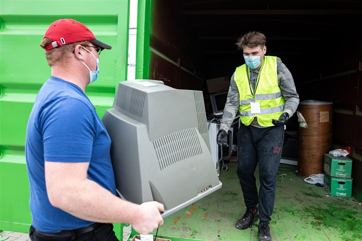 W Lublinie trwa zbiórka elektroodpadów. W zamian za śmieci można dostać sadzonki - Zdjęcie główne