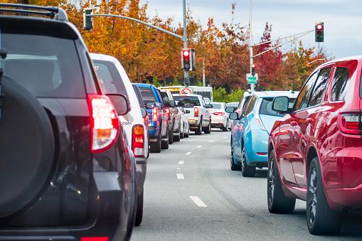 Lublin korki: Utrudnienia drogowe w mieście. Kierowcy postoją w rejonie budowy Dworca Metropolitalnego - Zdjęcie główne