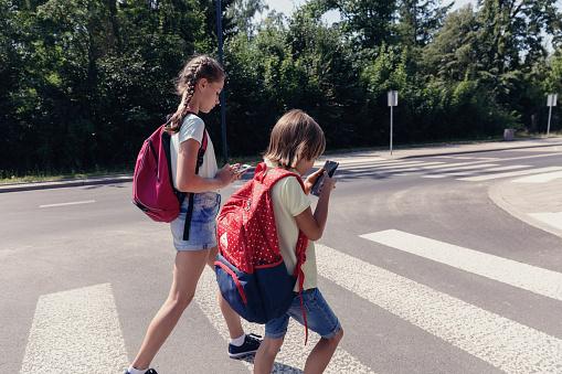 Jak poprawić bezpieczeństwo ruchu drogowego pod lubelskimi szkołami? Jest petycja do prezydenta - Zdjęcie główne