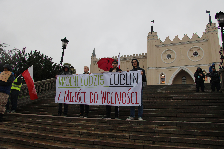 Lublin: Przeciwnicy szczepień przeszli przez miasto: Po naszej stronie jest prawda i wolność [GALERIA] - Zdjęcie główne