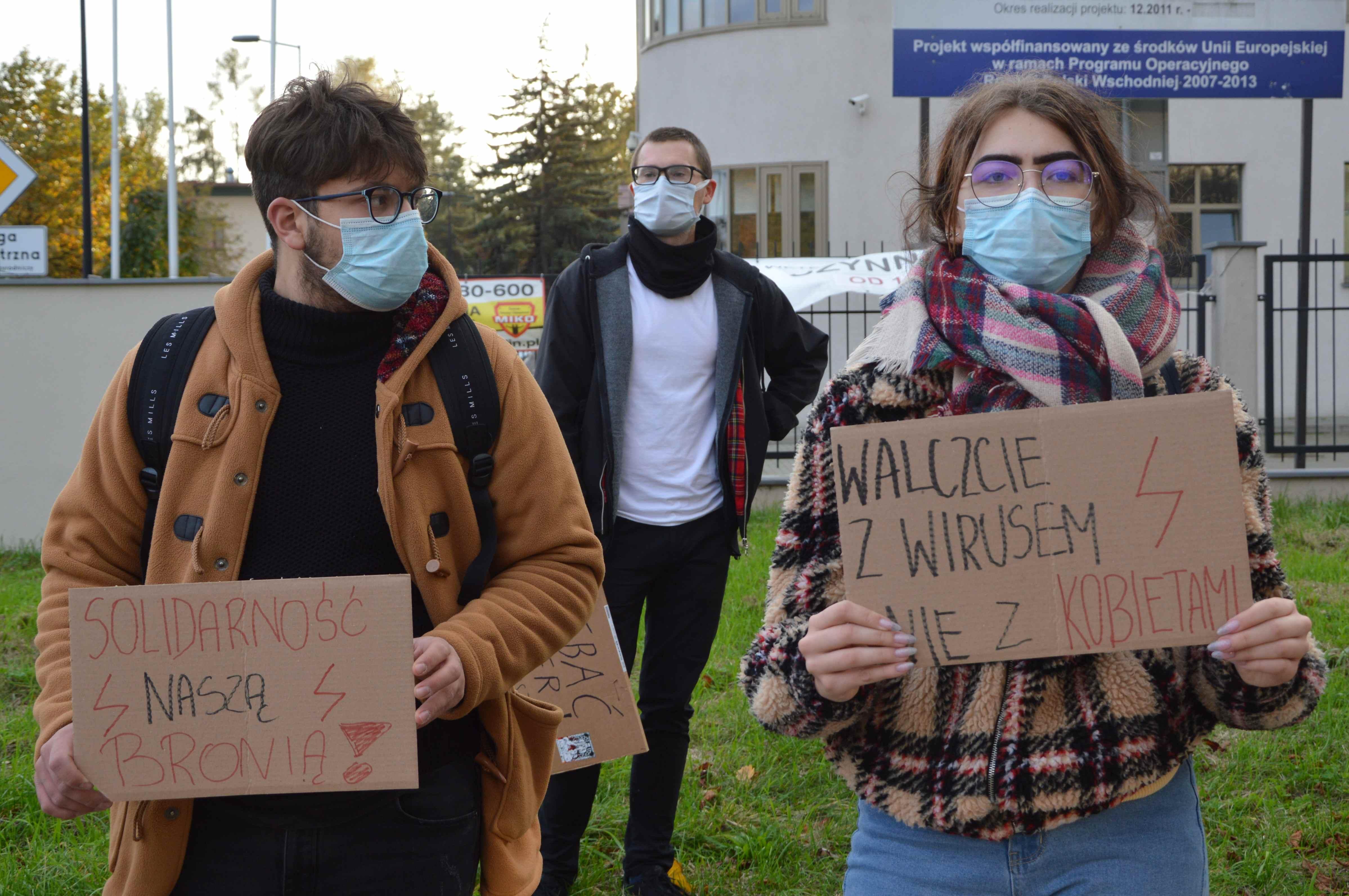 """Szósty dzień Strajku Kobiet. Dziś protest """"Uczniowie dla praw Kobiet"""" w Lublinie - Zdjęcie główne"""
