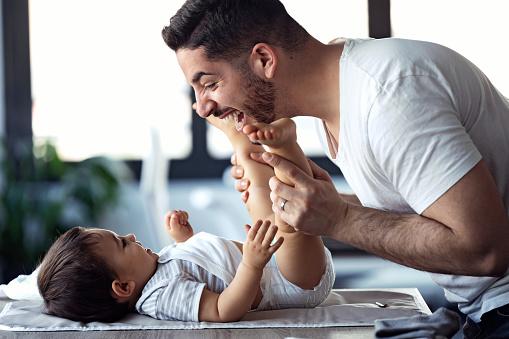 Województwo lubelskie: ZUS przedstawił dane o urlopach ojcowskich - Zdjęcie główne