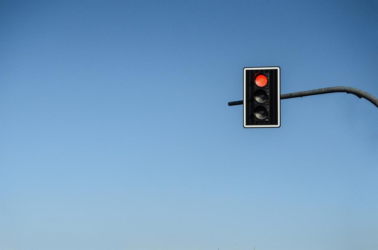 Światła na skrzyżowaniu al. Kompozytorów Polskich i al. Solidarności działają z powrotem. Awaria usunięta - Zdjęcie główne