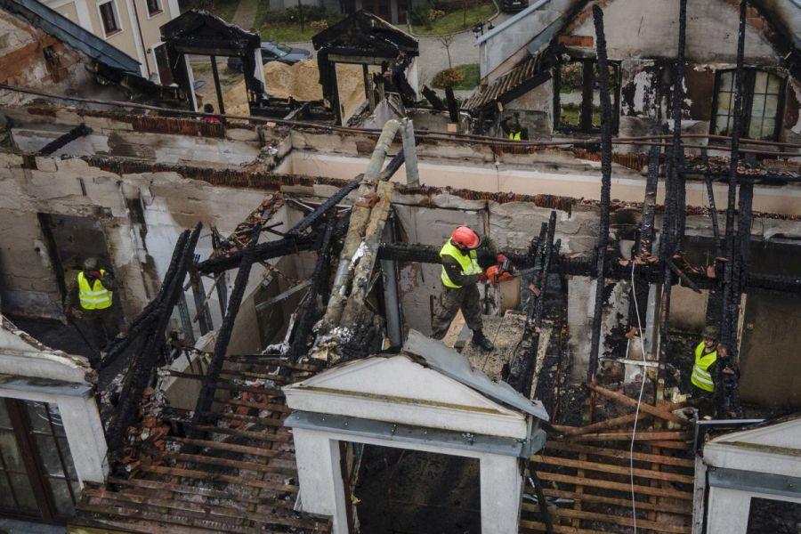 Lubelscy terytorialsi pomagają usuwać szkody po pożarze w Kodniu  - Zdjęcie główne