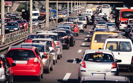 Lublin korki: Utrudnienia drogowe w mieście. Okolice budowy Dworca Metropolitalnego, zakorkowane - Zdjęcie główne