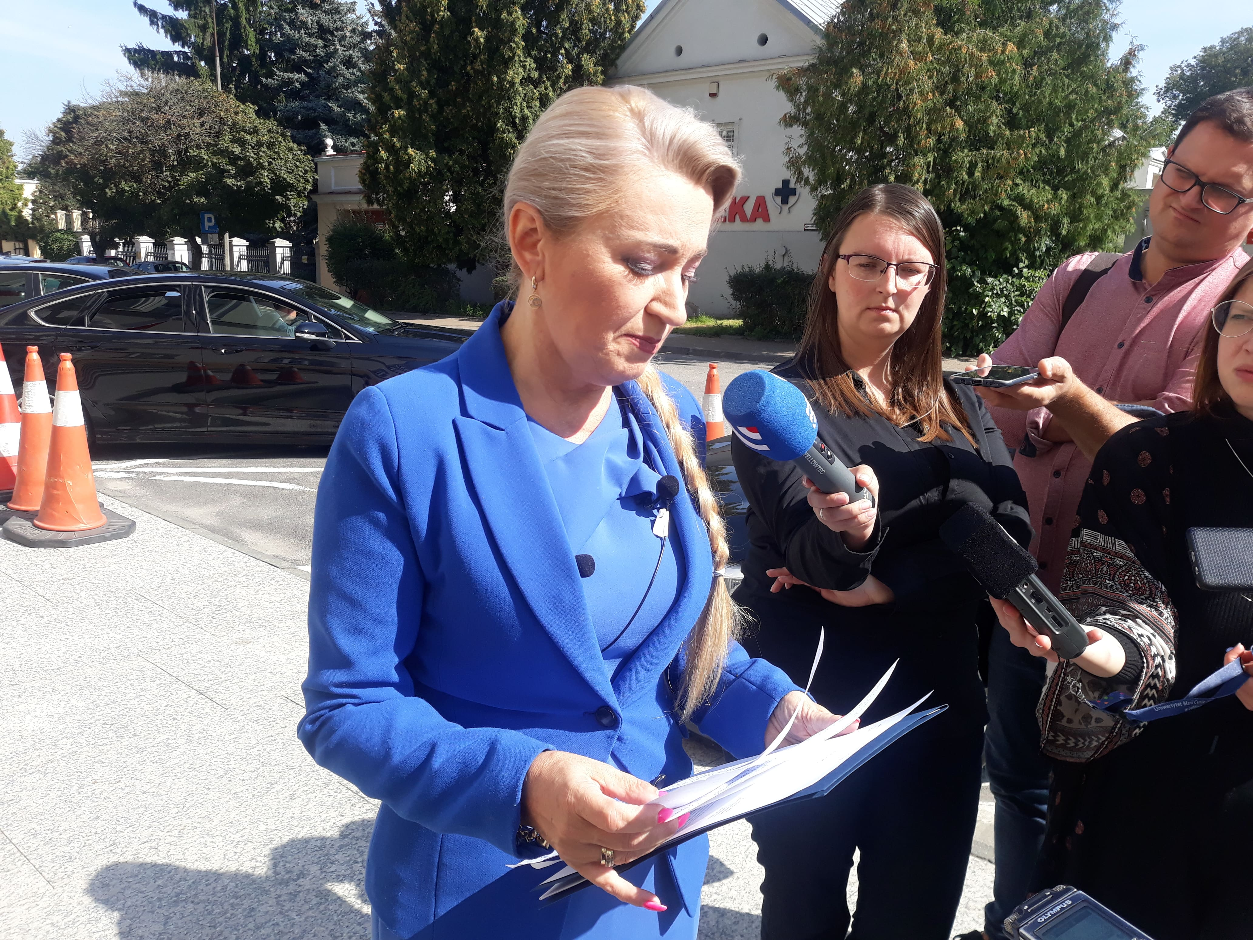 Lublin:  Coraz więcej zakażeń w szkołach. Poseł Marta Wcisło: Rząd ignoruje czwartą falę koronawirusa, flirtując z antyszczepionkowcami [WIDEO] - Zdjęcie główne