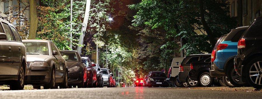 Wrotków. Mieszkańcy chcą ograniczenia parkowania wzdłuż ul. Wapowskiego - Zdjęcie główne