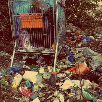 Młodzi śmiecą na lubelskim Czechowie. Interweniuje radny i Straż Miejska - Zdjęcie główne