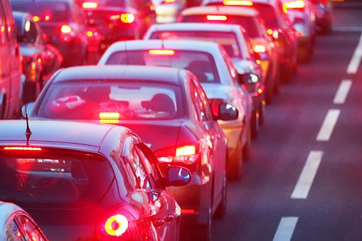 Lublin korki: Utrudnienia drogowe w mieście. Kierowcy postoją na ul. Zana - Zdjęcie główne