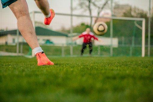 Kośminek. Mieszkańcy: trzeba postawić piłkochwyty przy boisku - Zdjęcie główne