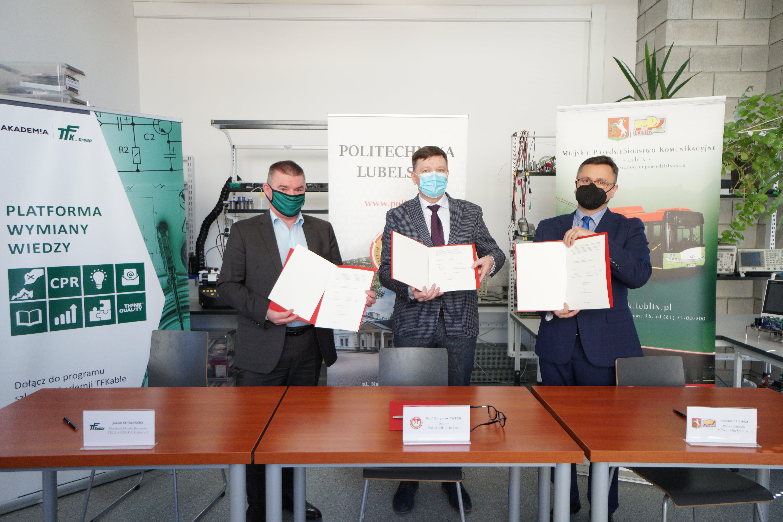 Będą pracować nad budową magazynów energii. Uczelnia, spółka i producent kabli podpisali list intencyjny - Zdjęcie główne