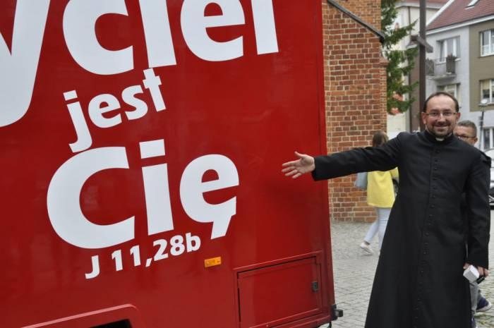 Food truck stał się... kaplicą na kółkach - Zdjęcie główne