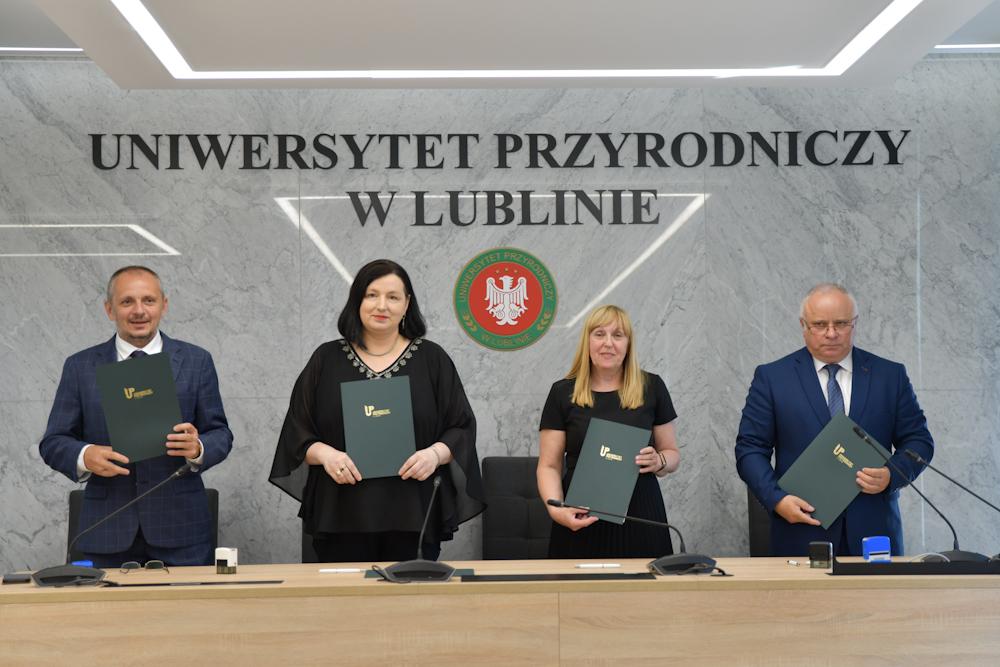 Lublin: trzy szkoły średnie zaczynają współpracę z Uniwersytetem Przyrodniczym. Będą zajęcia dla najlepszych uczniów - Zdjęcie główne