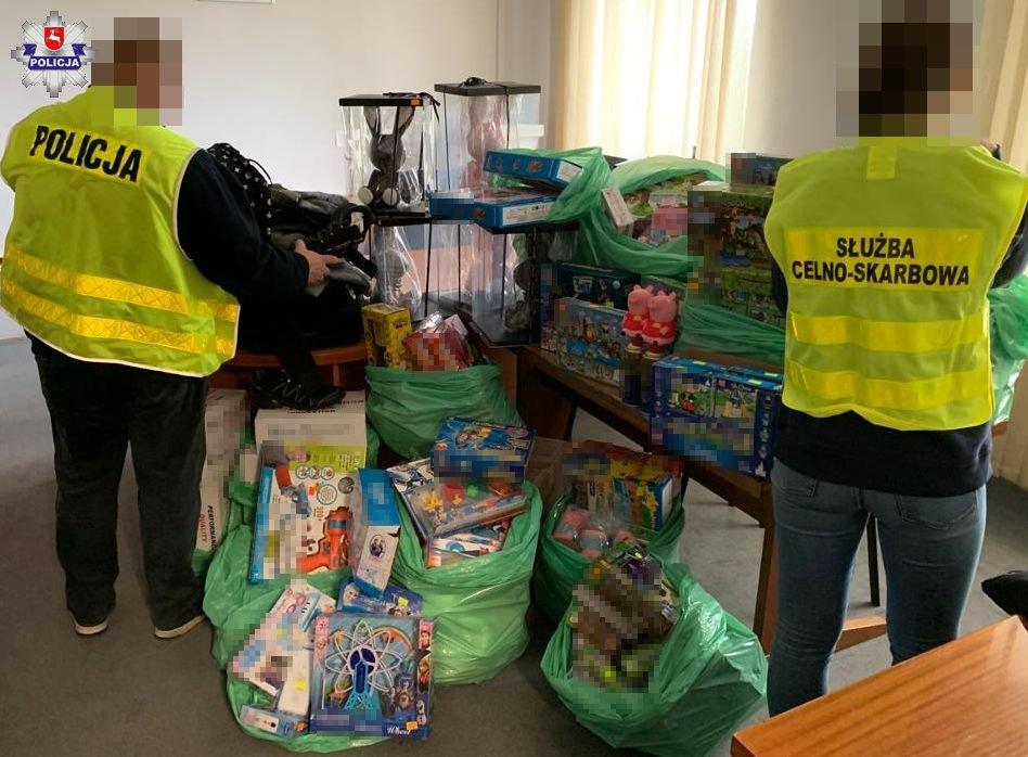 Lublin: sklep handlował podrobionymi zabawkami i ubraniami - Zdjęcie główne