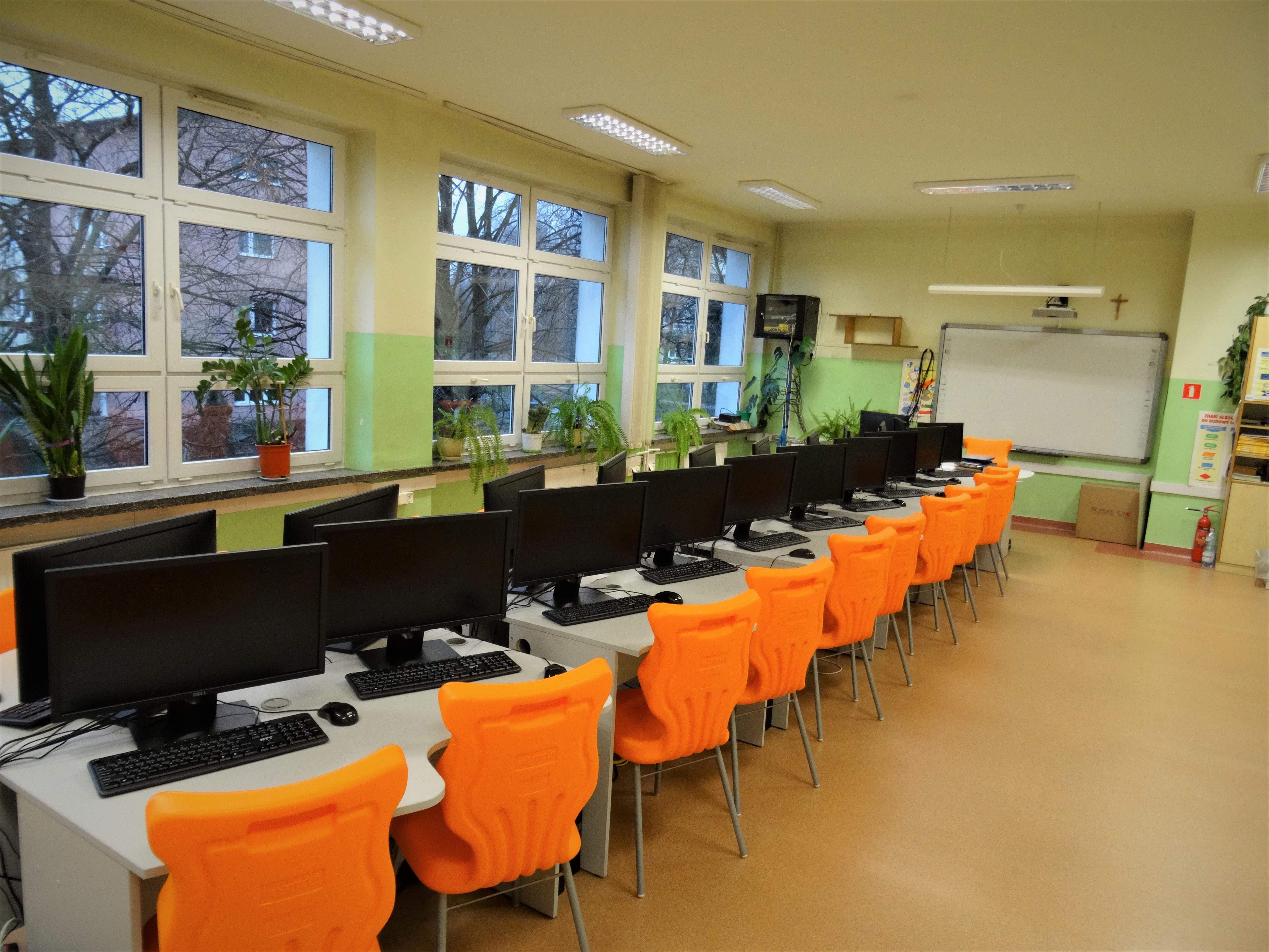 Szkoła Podstawowa nr 4 w Lublinie dostała sprzęt multimedialny - Zdjęcie główne