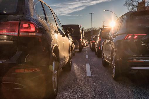 Lublin korki: utrudnienia drogowe w mieście. Sprawdź, na których ulicach kierowcy postoją - Zdjęcie główne
