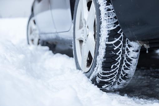 Mróz i śnieg w Lublinie. Awarie sygnalizacji i opóźnienia pociągów - Zdjęcie główne