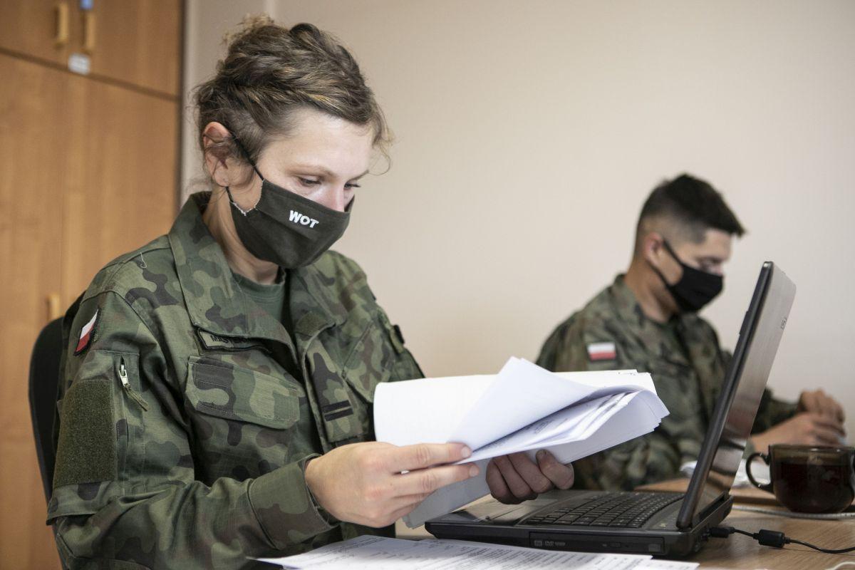 Lubelscy terytorialsi pomagają szpitalom w pracy m.in. liczą łożka - Zdjęcie główne