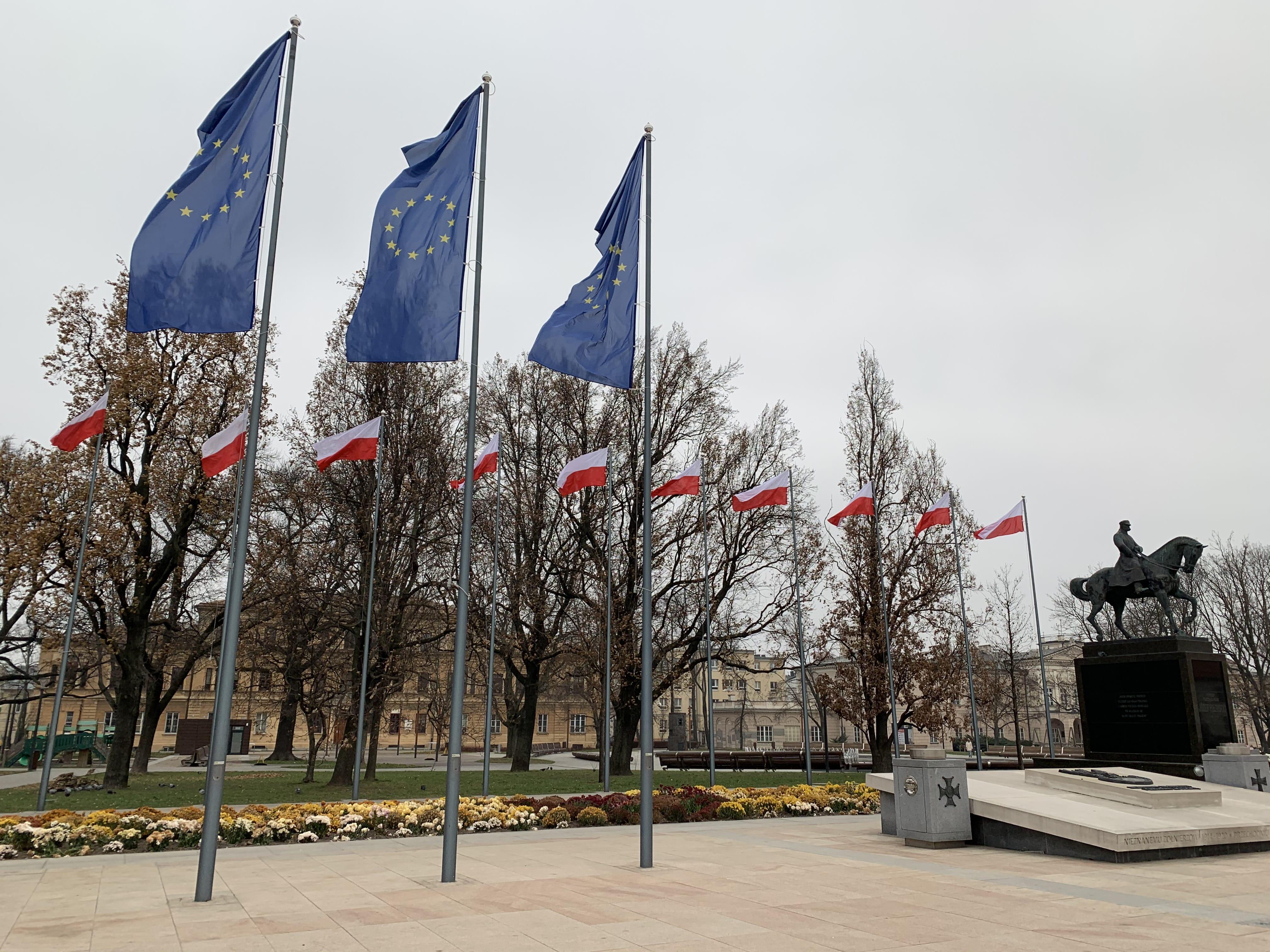 Akcja #potrzebUEmy w Lublinie. To sprzeciw wobec zapowiedzi weta budżetu UE - Zdjęcie główne