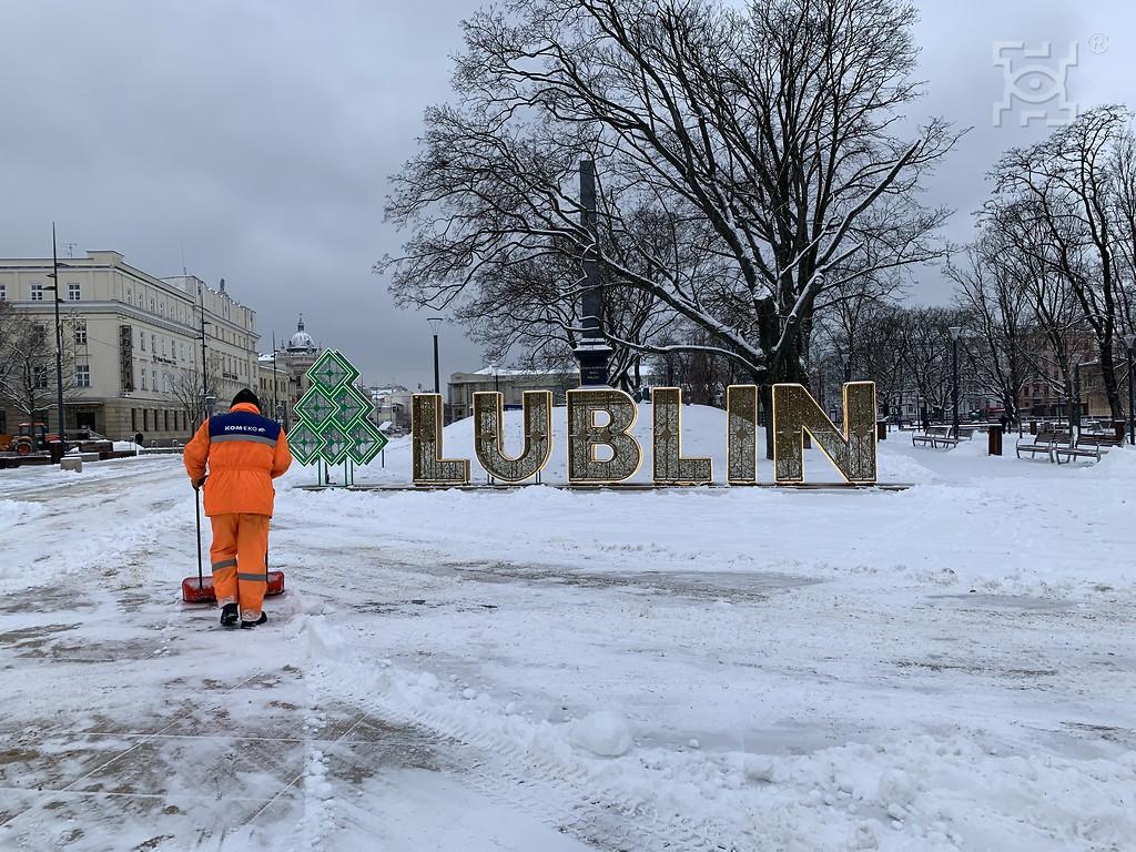 Trwa odśnieżanie Lublina. Na drogach ponad 90 specjalistycznych pojazdów - Zdjęcie główne