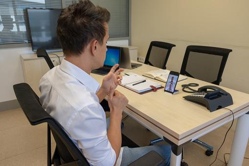 ZUS wprowadził e-wizyty dla niesłyszących - Zdjęcie główne