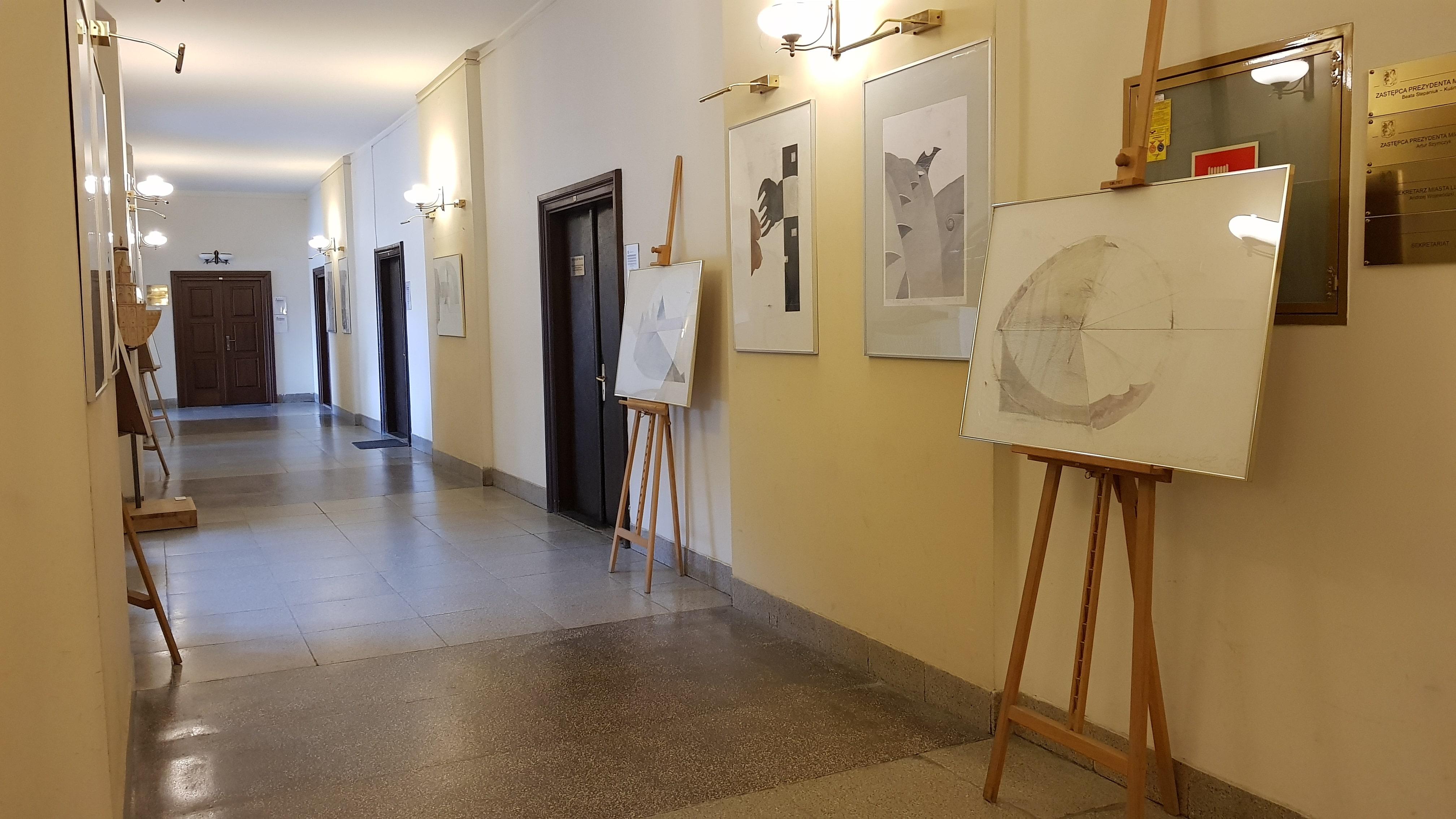 Lublin: W Galerii Ratusz można oglądać wystawę rysunków i grafik. Są zainspirowane codziennością - Zdjęcie główne