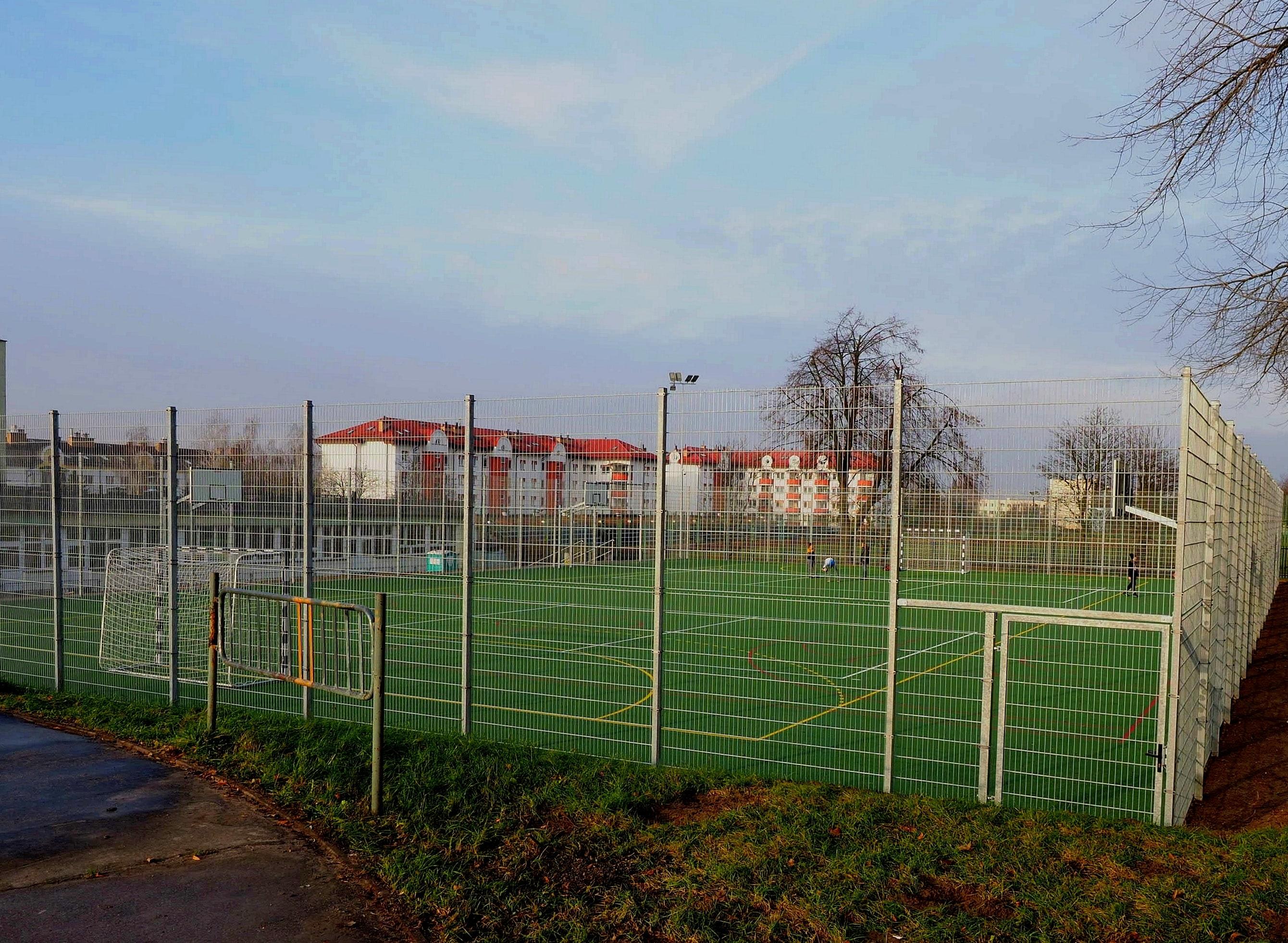 Szkoła Podstawowa nr 30 w Lublinie ma już zmodernizowane boisko wielofunkcyjne - Zdjęcie główne