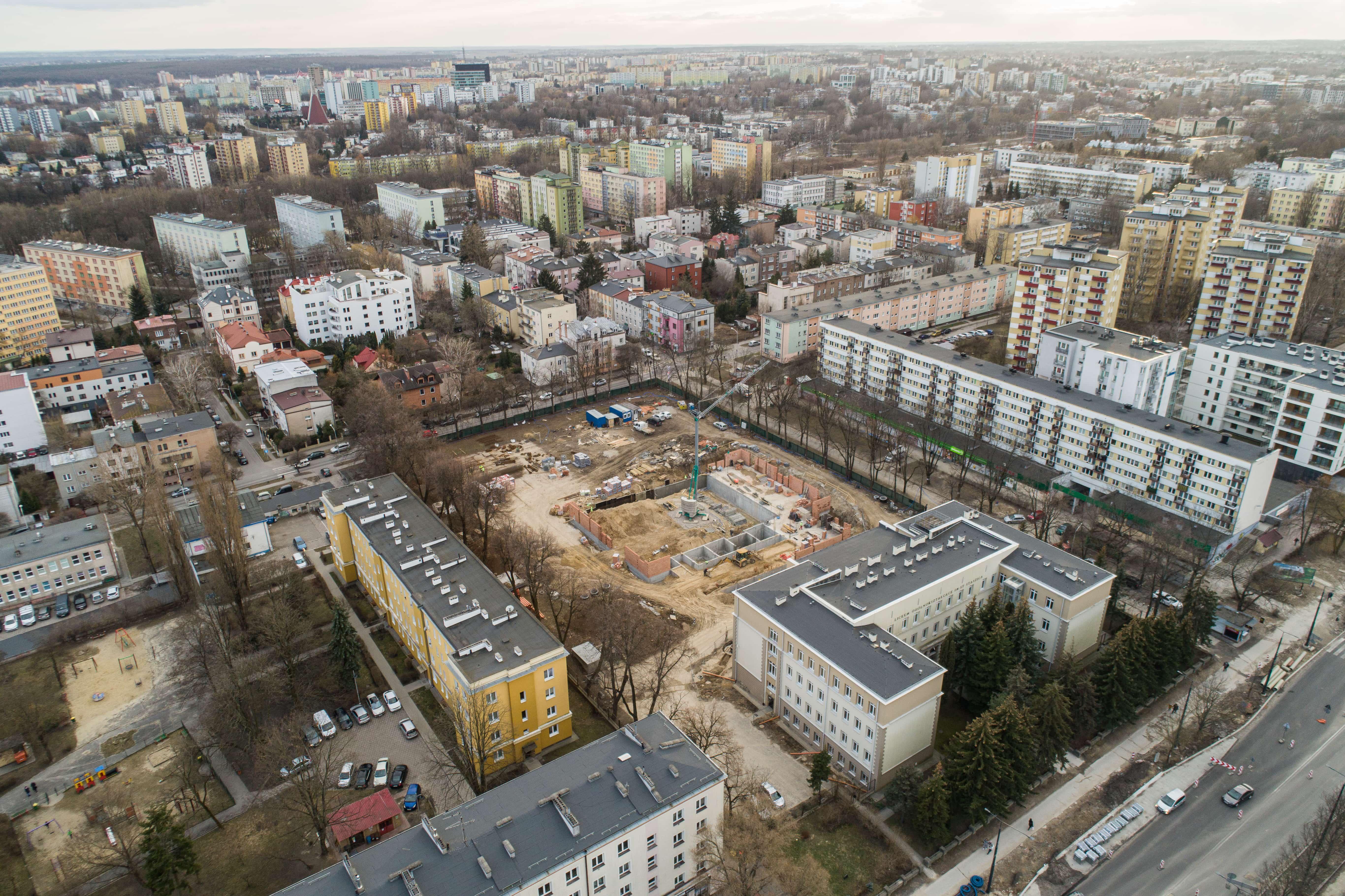 """Budowa sali gimnastycznej przy liceum """"Staszica"""" w Lublinie. Są już ściany [GALERIA] - Zdjęcie główne"""
