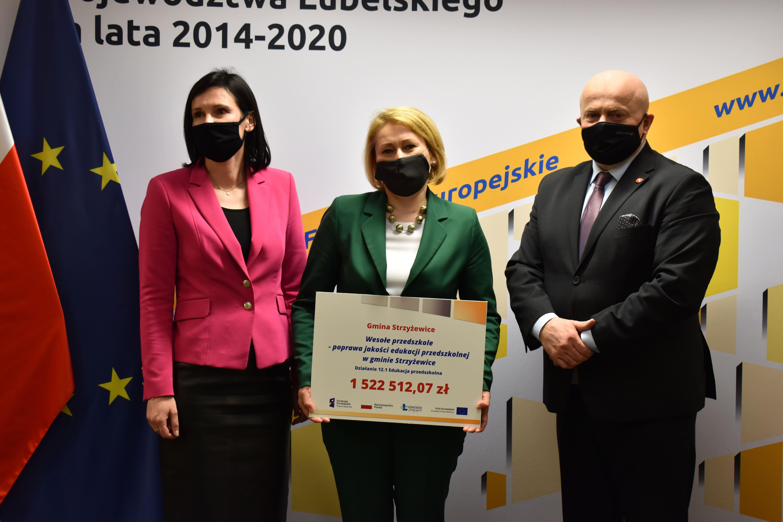 Na Lubelszczyźnie będą nowe miejsca opieki dla przedszkolaków. Marszałek podpisał umowy o dofinansowanie - Zdjęcie główne